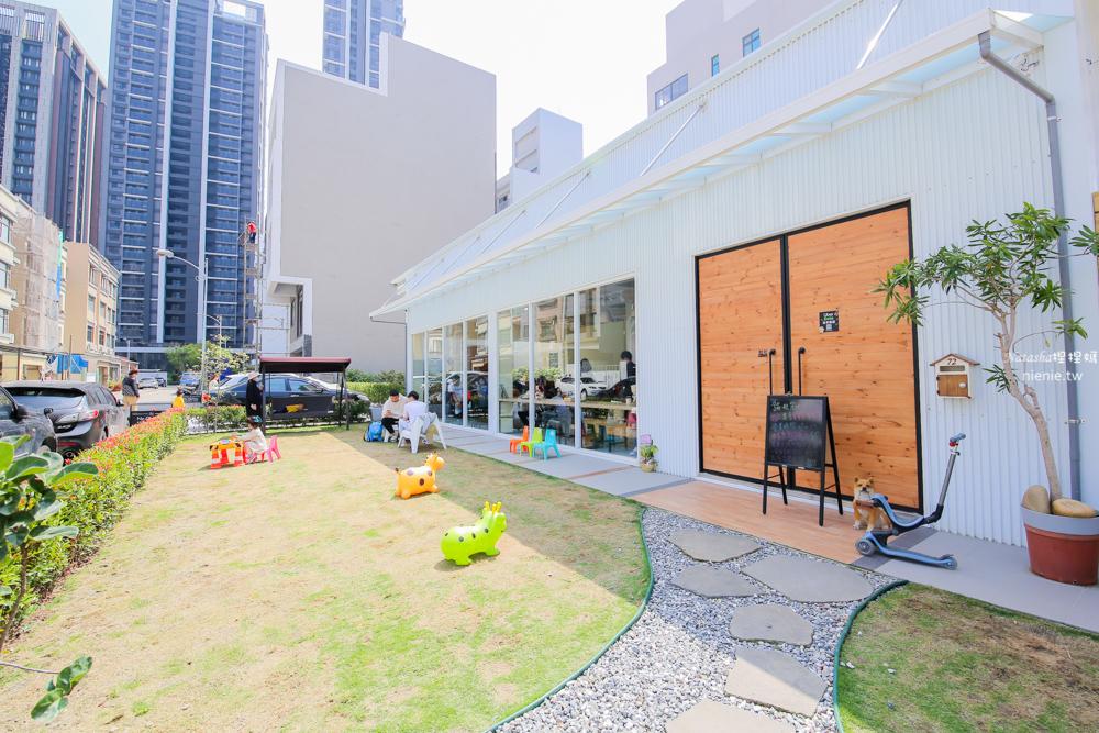 竹北寵物餐廳推薦 蹦啾柴比友善早午餐~有大草皮和寵物餐 也有兒童遊戲區