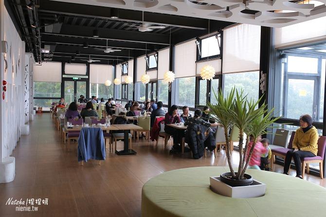 寵物友善餐廳│新竹香山美食│綠鏡景觀餐廳~景觀大道上擁有大片草皮的玻璃屋餐廳05