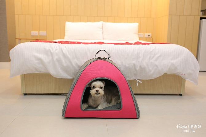 寵物外出包及寵物窩床推薦│ibiyaya~棉花糖寵物空氣包、寵物三角窩16