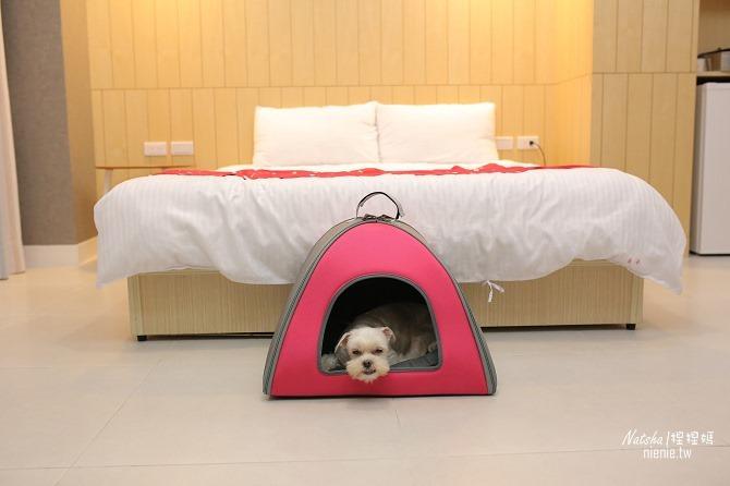 寵物外出包及寵物窩床推薦│ibiyaya~棉花糖寵物空氣包、寵物三角窩20